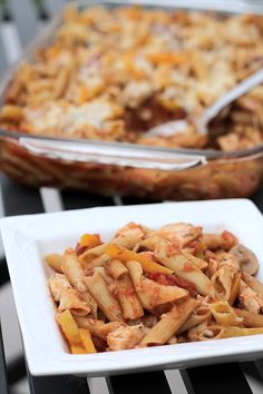 Chicken Cacciatore Bake ~ cooking the pasta in the oven with the rest of the dish makes it SUPER easy! Butter with a Side of Bread #recipe #chicken