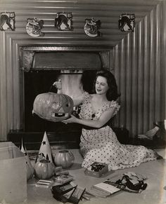 Vintage Halloween decorating fun! #1940s #Halloween #decorations