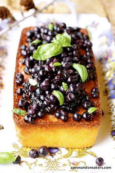 lemon cakes, wild blueberri, polenta cake, sneaker, aprons, lemon polenta, cooking, blueberries, blueberri sauc