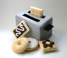 Felt Food  - Toaster PDF Pattern (Toaster, Bagel, Cream Cheese, Toaster Pastry, Waffle, Syrup and Butter). $5.99, via Etsy.