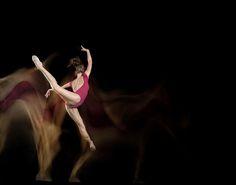 14 Long-Exposure Photographs Showing Ballet Dancers Slicing Through Space | Bored Panda