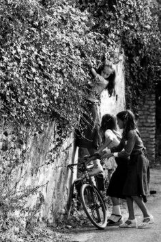 French girls, scheming, 1970.