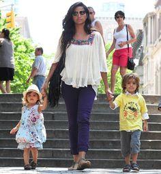 Camila Alves con sus hijos en Nueva York #models #people #celebrities