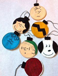 Charlie Brown ornaments out of felt. Plus 32 other homemade ornament ideas