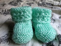 Catty Making Out: Chain Cuff Baby Booties