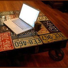 My husband would love this repurposed license plate foot stool!  How simple would this be to make!  Love