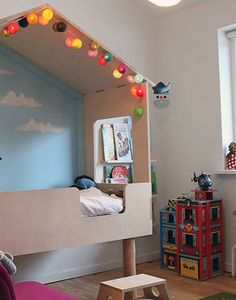 House bed with lights and cloud wall. Lovely. #kids #decor #estella