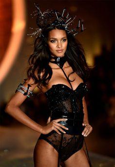 VS Fashion show Lais Ribeiro