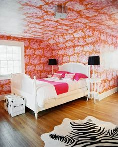 This Or That: Retro Bedrooms #pink #wallpaper #bedroom