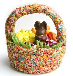 From the handle to the grass, this ENTIRE #Easter basket is edible. How to make it >>