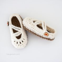 Free crochet pattern for double strapped baby mary janes   www.1dogwoof.com