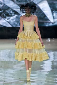 celebrities fashion, fashion weeks, paris fashion, alexander mcqueen, spring dresses, spring summer, fashion art, easter eggs, alexand mcqueen