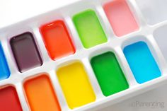 Homemade water colors! homemad watercolor, color paint, mixing colors in watercolor, ice cubes, water color, food coloring, ice cube trays, mystery crafts for kids, alex o'loughlin