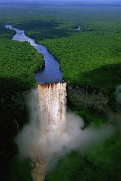 Potaro River plunging over the edge, Kaieteur Falls, Guyana (by eliciaire).
