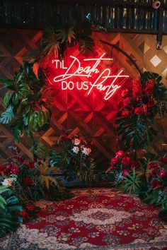 'Til Death Do Us Party neon sign for modern wedding ceremony with tropical plants and roses | White Fox Studios
