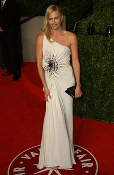 Celebs shine in white at Vanity Fair party