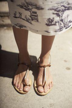 print + simple sandal