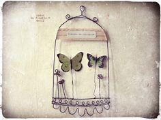 """Cabinet de curiosité """"papillons"""" en fil de fer"""