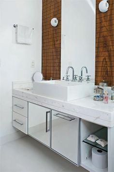 banheiro - branco e madeira 2