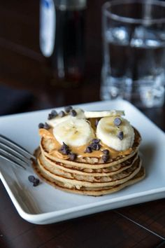 Protein Pancakes: 1 cup oats 1 teaspoon cinnamon 1 scoop vanilla protein powder 1 teaspoon vanilla extract 1 cup plain greek yogurt 1/3 cup milk 2 tablespoons granulated sugar, or honey 1 egg 1/4 teaspoon baking powder Toppings: creamy peanut butter fruit maple syrup