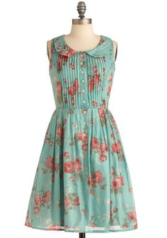 Modcloth La Vie en Rosebuds Dress #modcloth #dress #peterpan #pintucks