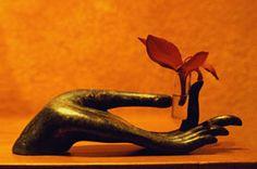 Lotus holder