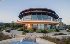 Space-age Oakland home lands on the market for $21M