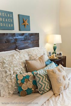 The Hankful House: Super Easy DIY Wood Plank Headboard