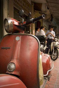 Vintage Vespa by berik