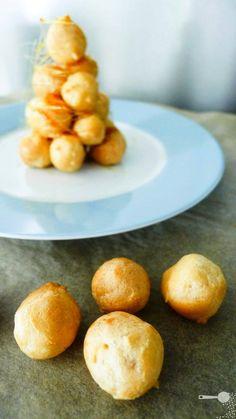 A mini Croquembouche! #recipe #food #French croquembouche recipe, day2getyourjellyonmini caramel, mini croquembouch, coffe cream, food, coffee, christmas, caramels, cream croquembouche7