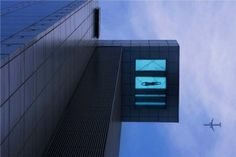 Cantilevered swimming pool with glass bottom, Holiday Inn Shanghai Pudong Kangqiao