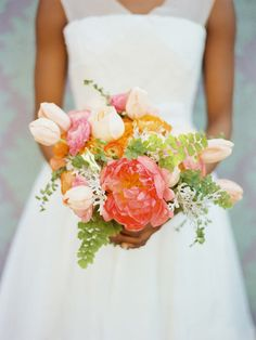 pretty spring blooms | Brides Cafe + Amelia Johnson via Ruffled blog