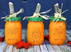How incredibly awesome are these?! DIY Pumpkin Mason Jar Centerpiece Vases | Thanksgiving Craft Tutorial via putitinajar.com