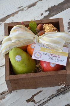 Christmas Gift: North Pole Produce and Printable Gift Tags | theidearoom.net christmas gift ideas, gift tags, gift basket, christmas gifts
