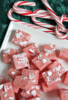 Easy Candy Cane Fudge #recipe
