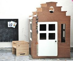 DIY dutch playhouse