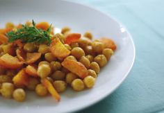 Spicy Roasted Chickpeas and Carrots with Lime
