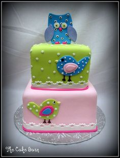 How CUUUUTTTEEE....   I love owls, love birds, and love fondant cakes.  Who's having a Baby soon?  I want to try to MAKE this.  :)