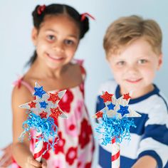 Celebrate #July4th with this glittery, star-spangled baton craft.