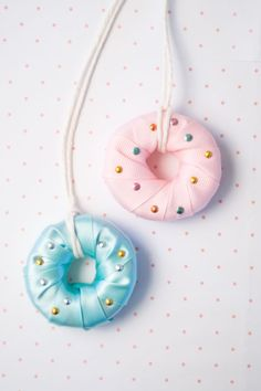 #DIY Kids Jewelry - #donut necklaces made from sliced pool noodles.