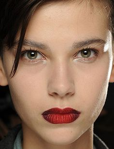 20 Hair And Makeup Ideas To Steal From Fashion Week - Daily Makeover red lips, highlight, eye