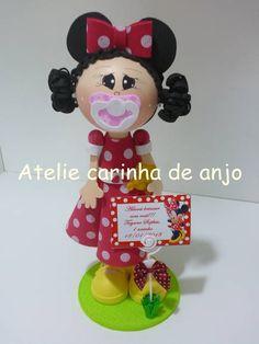 Boneca fofucha feita de EVA. Ideal para enfeite de mesa, topo de bolo ou lembranca de festa. R$ 30,00
