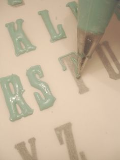 Piping Type for Typographic Cupcakes