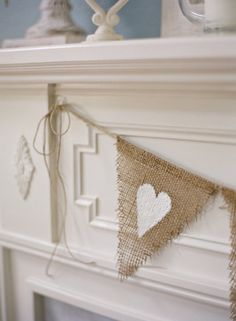 diy burlap banner. use both sides for different holidays. (love, thankful, blessed, family, fall, harvest, merry, america, lucky, etc).