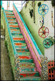 Gorgeous stairway. photo by Claudio Paillalef S.