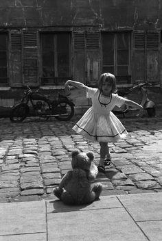 le tellier, little girls, teddy bears, pari, black white
