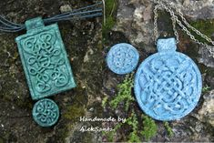 Weaving in Stone master class - extruded pattern.  Tute shows layout and where to cut.  #Polymer #Clay #Tutorials
