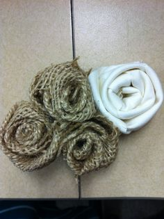 A different version of the burlap rosette