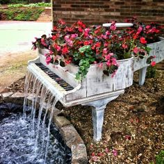 Old Piano turned into outdoor fountain #photo