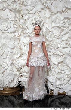 oversized paper flowers fashion show | Paper Flower Art
